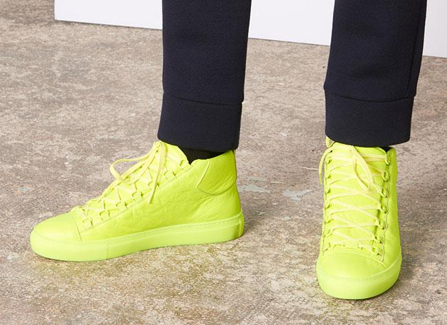 неоновые высокие кроссовки
