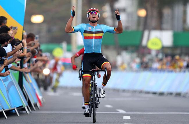 Ван Авермат празднует победу золотую медаль