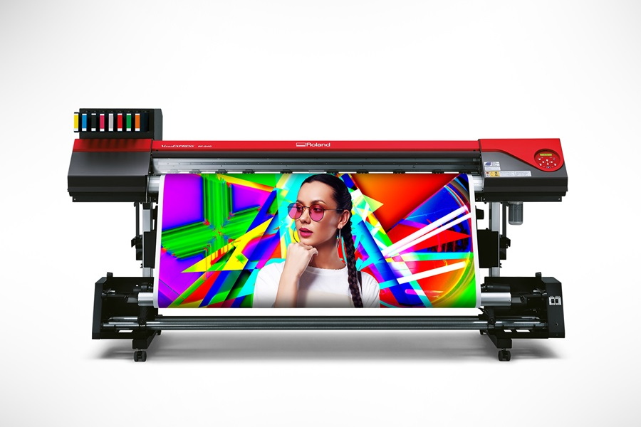 The new Roland VersaEXPRESS RF-640 8-Color printer boasts the widest color gamut in its class.