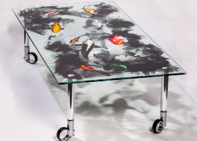2013 Roland customers take home an impressive 21 Golden Image Awards at the SGIA 2013 show, including a Gold, among others, for this table designed and printed by Maxwell Dixon with the VersaUV® LEJ-640.