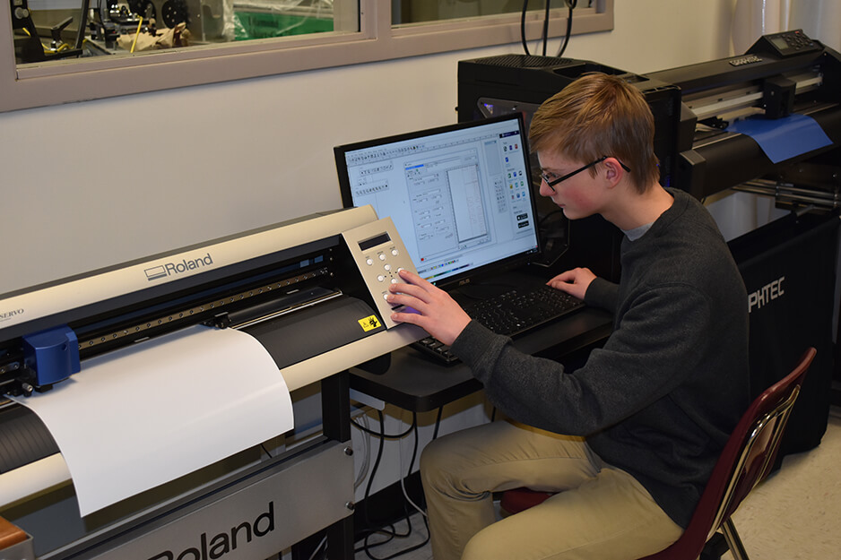 Roseville student using Roland TrueVIS VG2 digital printer/cutter